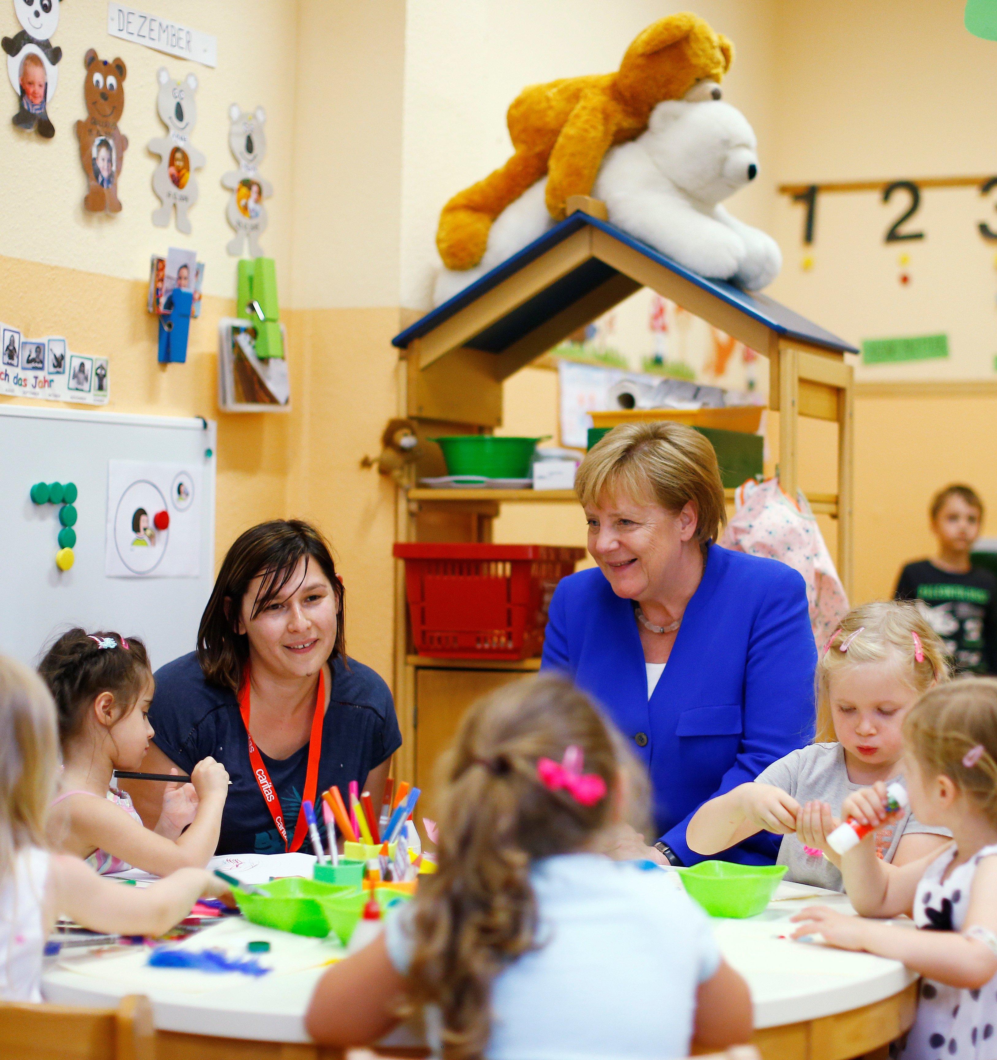 Меркель оказалась в неловком положении из-за детксих игрушек.