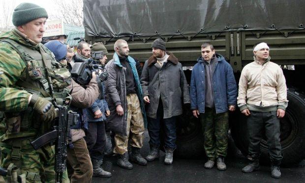 Украинцы в плену боевиков. Иллюстративное фото
