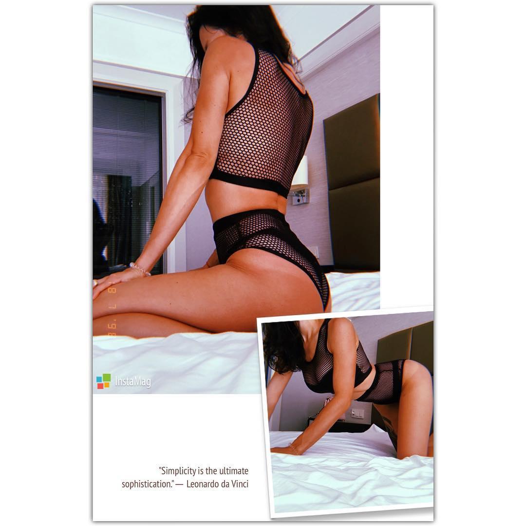 Логунова показала фигуру в сексуальном купальнике