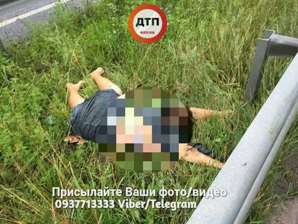 В жутком ДТП на трассе Киев-Харьков погибли два человека (фото)