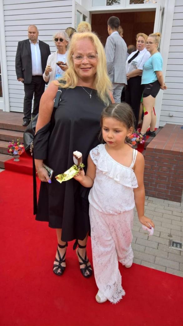 Лариса Долина с внучкой побывали на фестивале в Юрмале