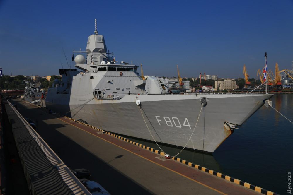Три фрегата, два тральщика и вспомогательное судно примут всех желающих посмотреть на корабли НАТО изнутри