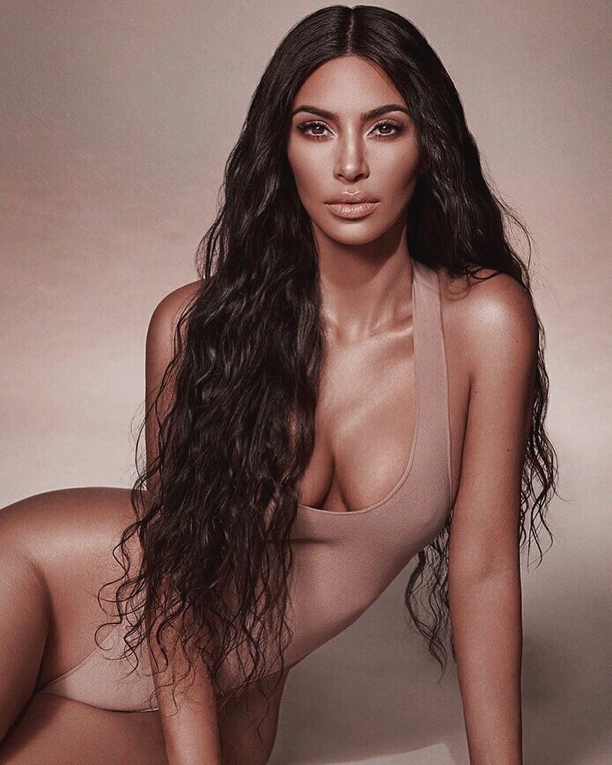 Ким Кардашьян показала фигуру во всей красе
