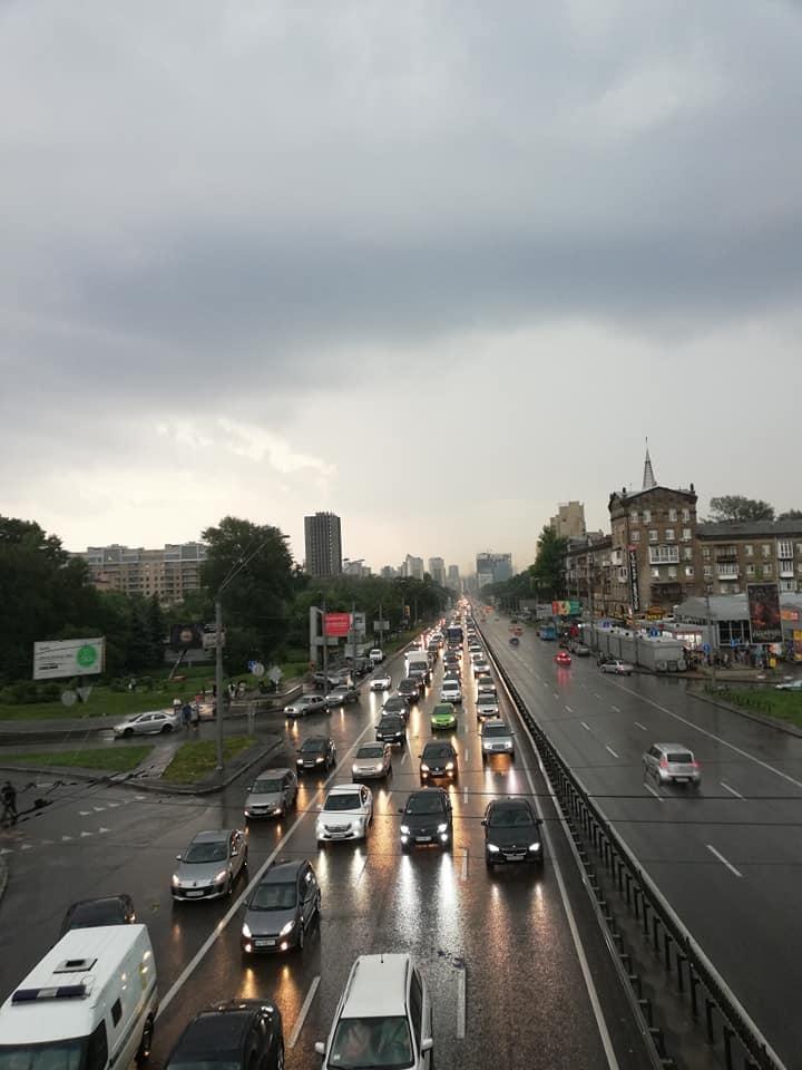 В центре Киева затерты в пробках тысячи машин
