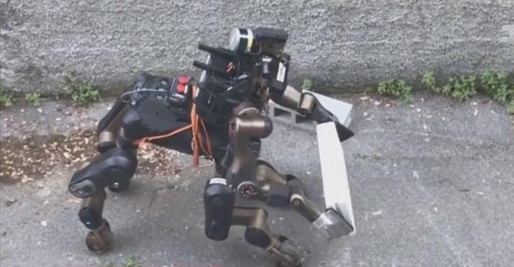 Новый робот весит почти сто килограммов
