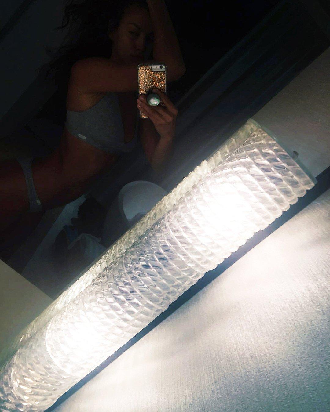 Ирина Шейк похвасталась фигурой в нижнем белье