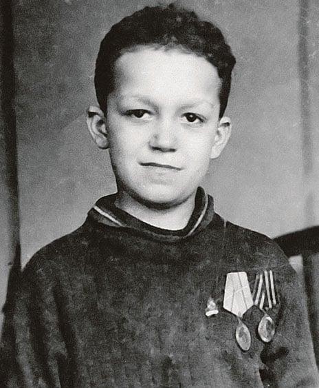 Кобзон в 1944 году