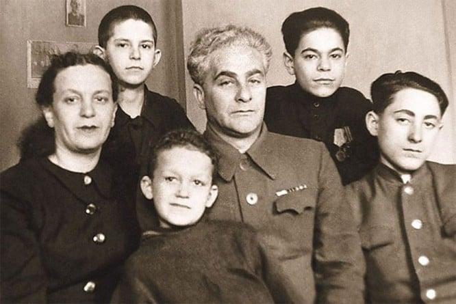 Иосиф Кобзон с семьей