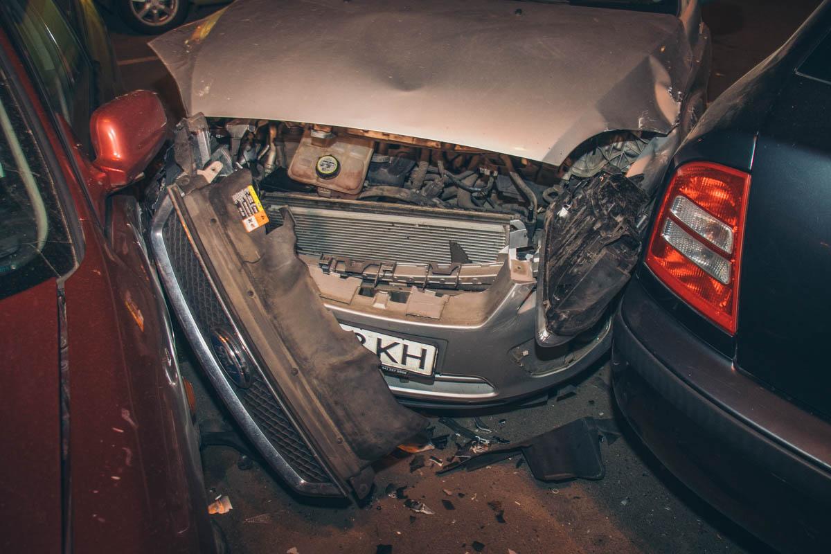 В Киеве пьяный водитель разбил 7 авто – и спокойно уснул