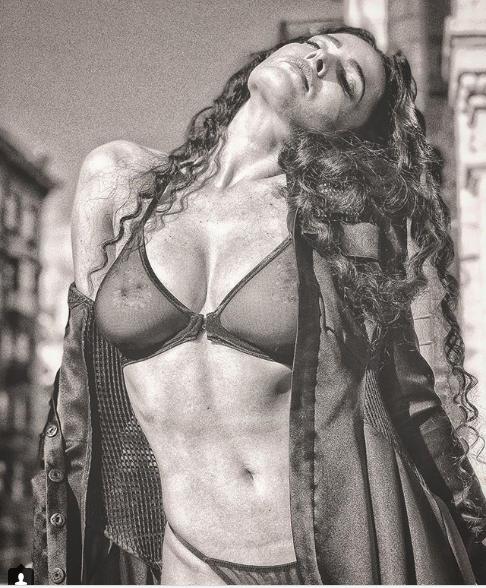 Сексапильная Астафьева обнажилась перед объективом фотографа: фото