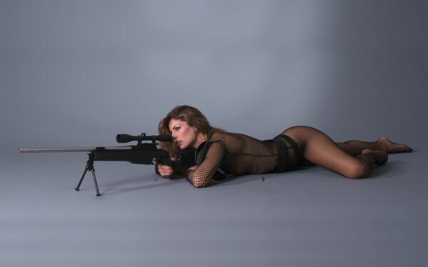 Скорее всего, боевики снайперш себе представляют как-то так.