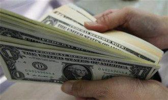 """В Украине курс доллара подкатился к психологической отметке в 26 гривен за один """"зеленый"""""""