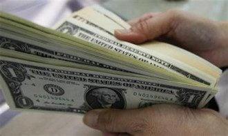 НБУ на 15 копеек снизил курс гривны к доллару