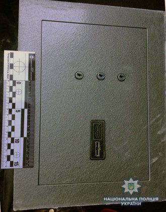 В Киеве иностранцы украли из квартиры сейф с сотнями тысяч гривень
