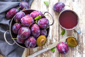 Цей фрукт допомагає знизити тиск: лікар пояснив, як не звести користь нанівець
