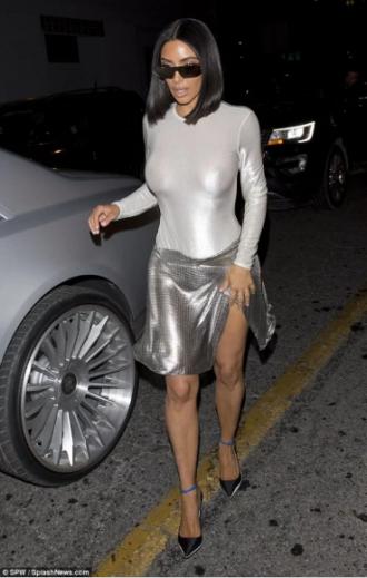 Кардашьян решила отказаться от нижнего белья: фото