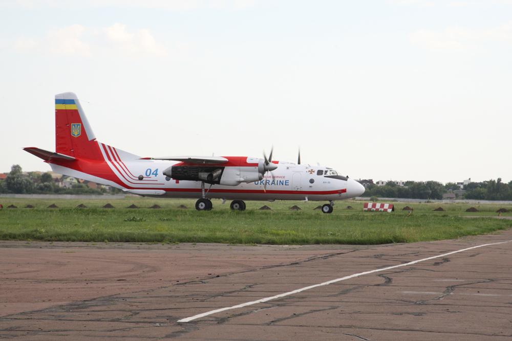 Облитую кислотой Гандзюк доставили самолетом из Херсона в Киев: фото и видео