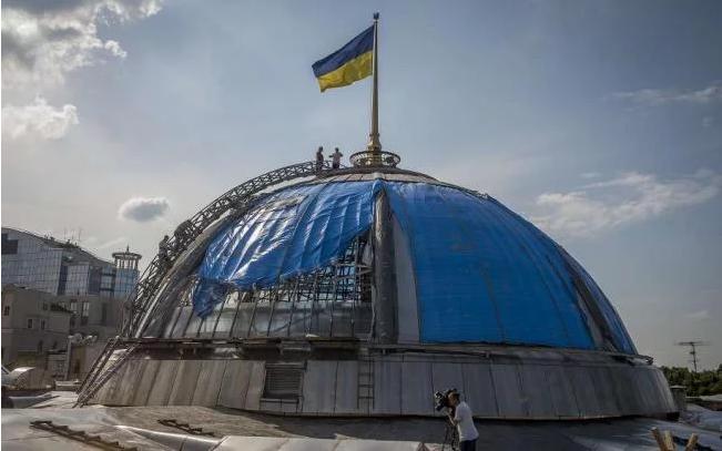 Депутатов после каникул встретит Верховная Рада с новым куполом