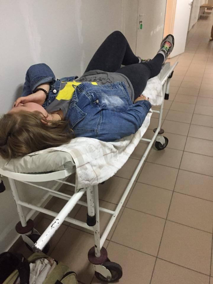 В Днепре подростки зверски избили девочку