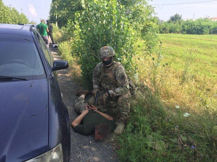 """Двое закарпатских военнослужащих организовали """"взрывной"""" бизнес"""