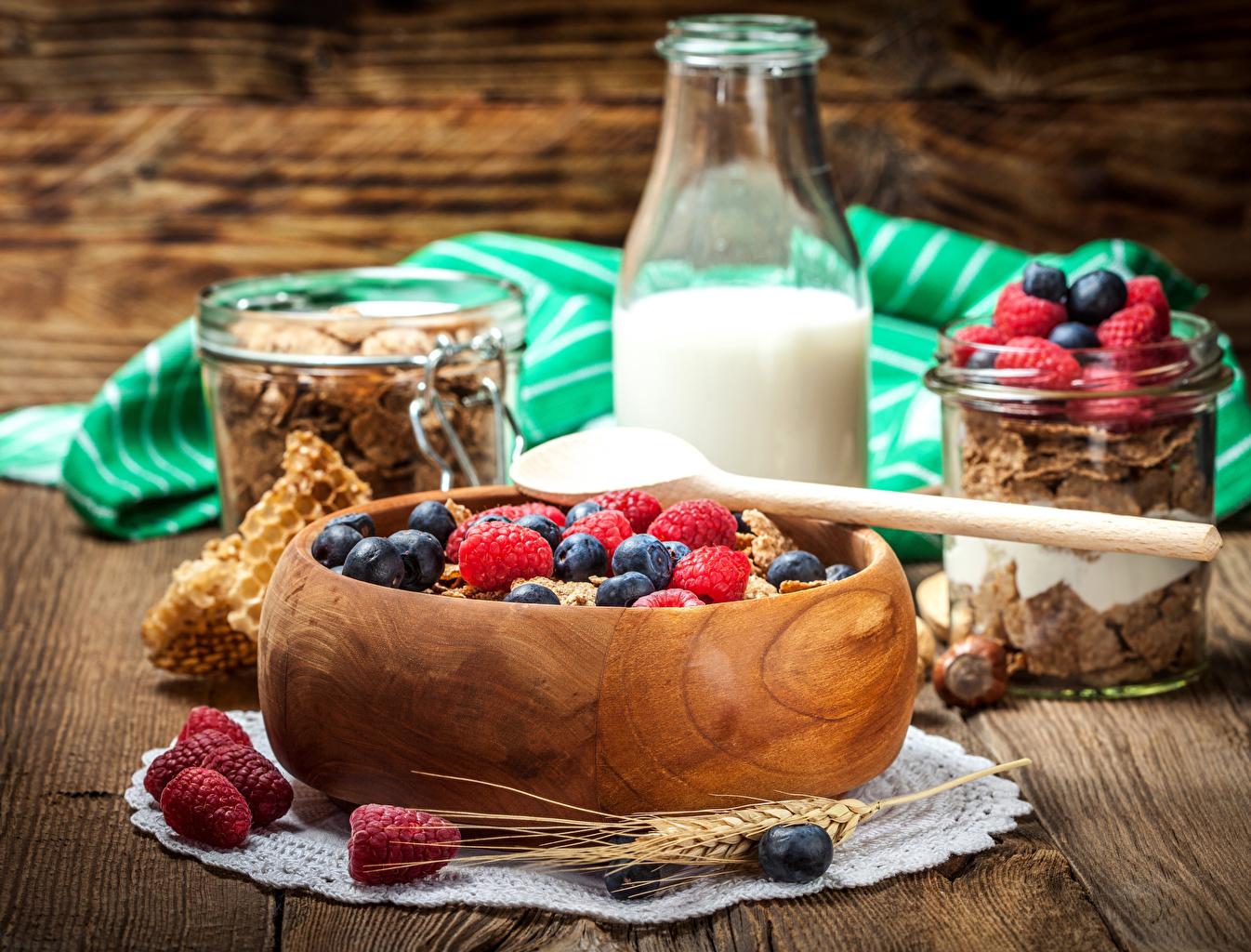 еда_завтрак_хлопья_молоко_фрукты_ягоды