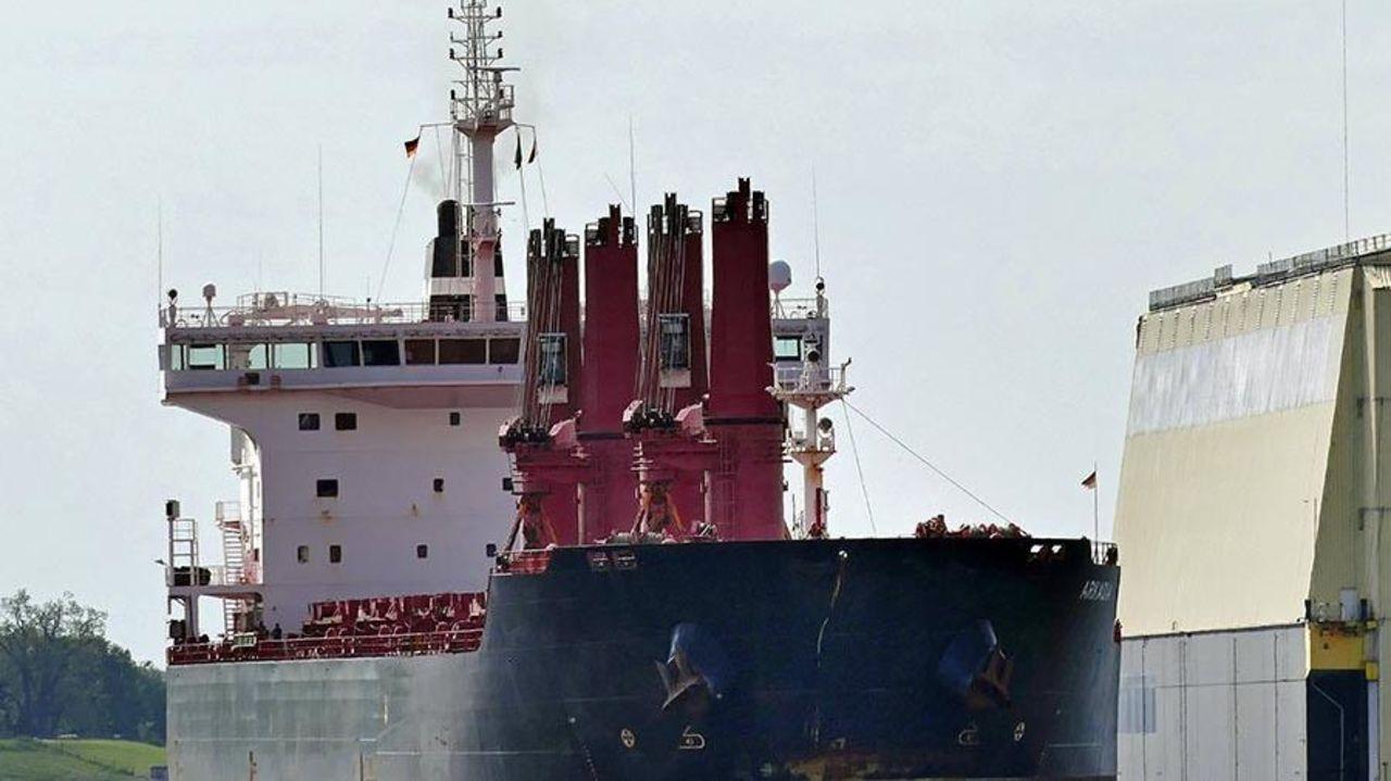130-метровый корабль перевозил 5 тысяч тонн пшеницы