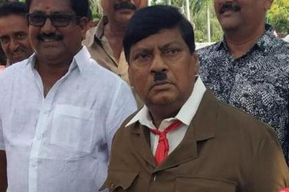 Индийскому депутату не впервой перевоплощаться в эпичные образы