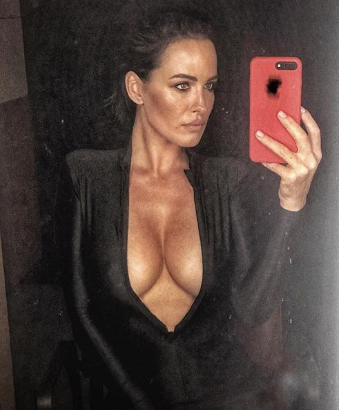 Даша Астафьева показала фото в облегающем сексуальном наряде