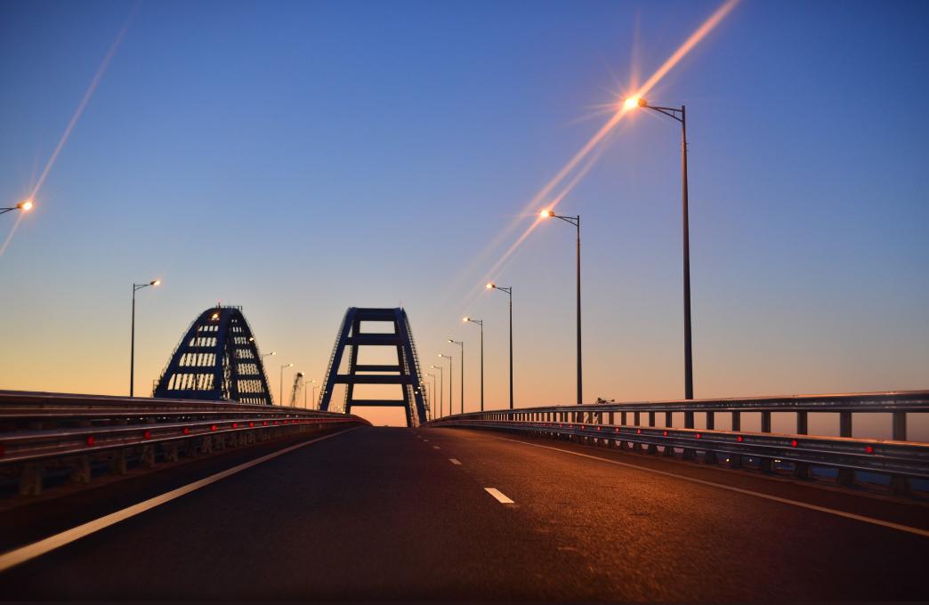 В воскресенье на Крымском мосту был