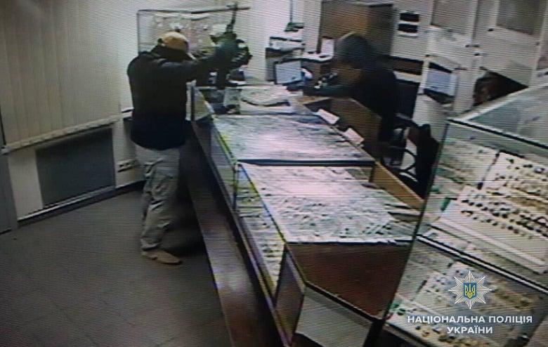Врио начальника ГУ Нацполиции в Киеве сообщил, что в столице на магазин-ломбард напали иностранцы