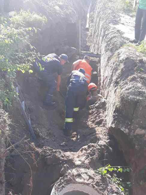 Внезапный оползень похоронил двоих коммунальщиков заживо