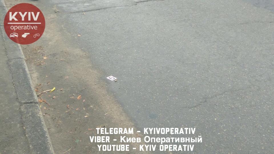 В Киеве конфликт на дороге между байкером и водителем автобуса закончился стрельбой