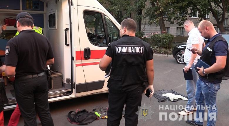 В Киеве мужчину ударили ножом в шею, он скончался