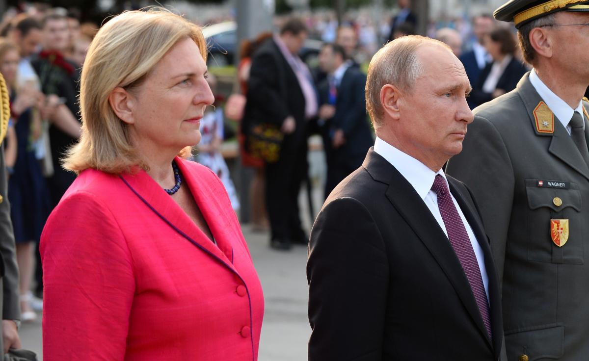 Карин Кнайсль уверяет, что пригласила Путина исключительно спонтанно