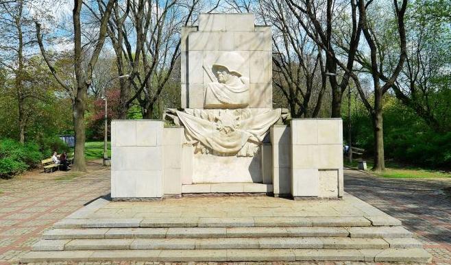 Памятник Благодарности СА в Варшаве