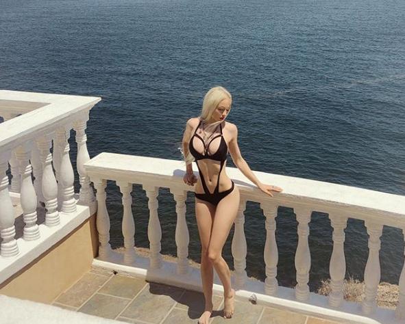 Валерия Лукьянова показала снимки в необычном купальнике