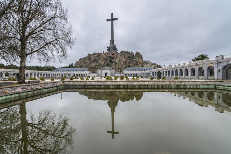 Дискуссия о выносе останков Франко из Долины Павших расколола испанское общество