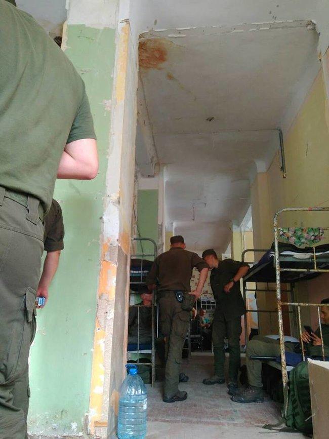Блогер заявляет, что казармы находятся в аварийном состоянии