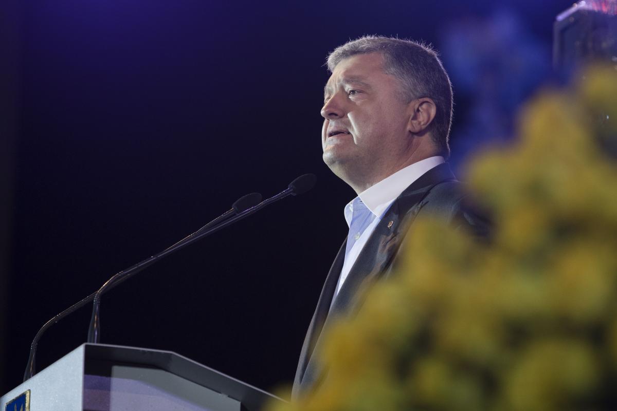 Эксперт полагает, что Петр Порошенко не хочет под Россию, поскольку не способен делиться властью