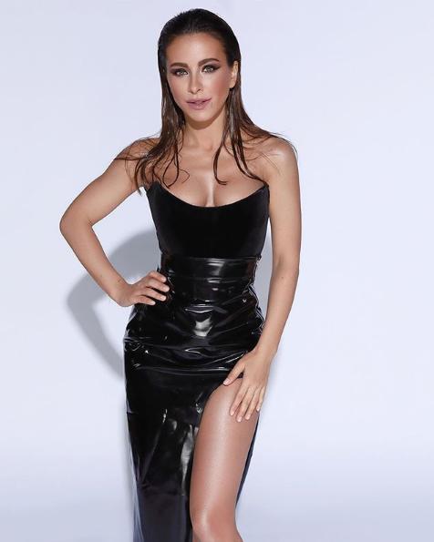 Ани Лорак показала фото в сексуальном платье