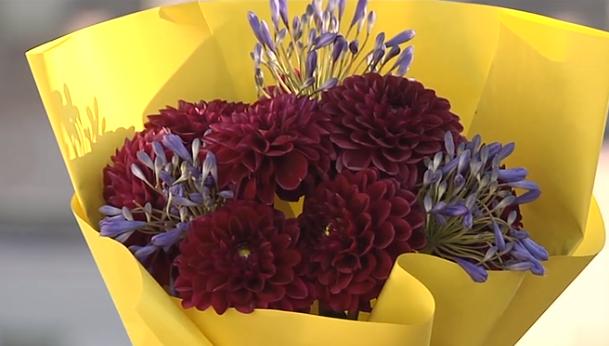 Флорист посоветовала, что детям на 1 сентября не стоит покупать очень большой букет