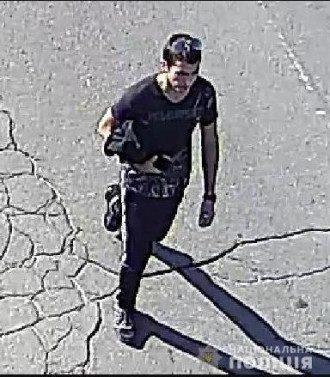 Именно этого человека разыскивала полиция, но неизвестно, арестовали ли именно его