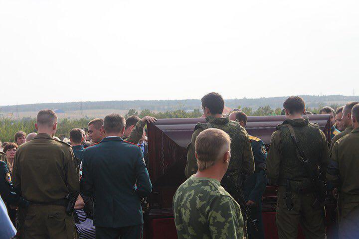Российский журналист написал, что на похоронах гроб с телом Александра Захарченко открывали