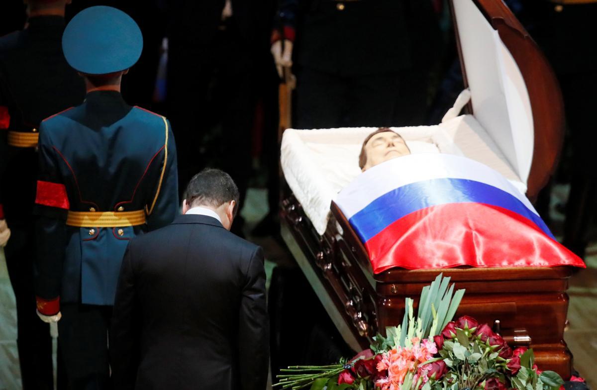 В России простились с Иосифом Кобзоном, его похоронили на Востряковском кладбище