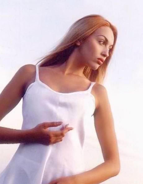 Оля Полякова опубликовала архивное секси-фото