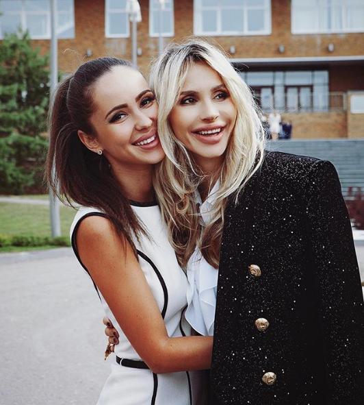 Светлана Лобода поделилась снимком с сестрой Ксенией