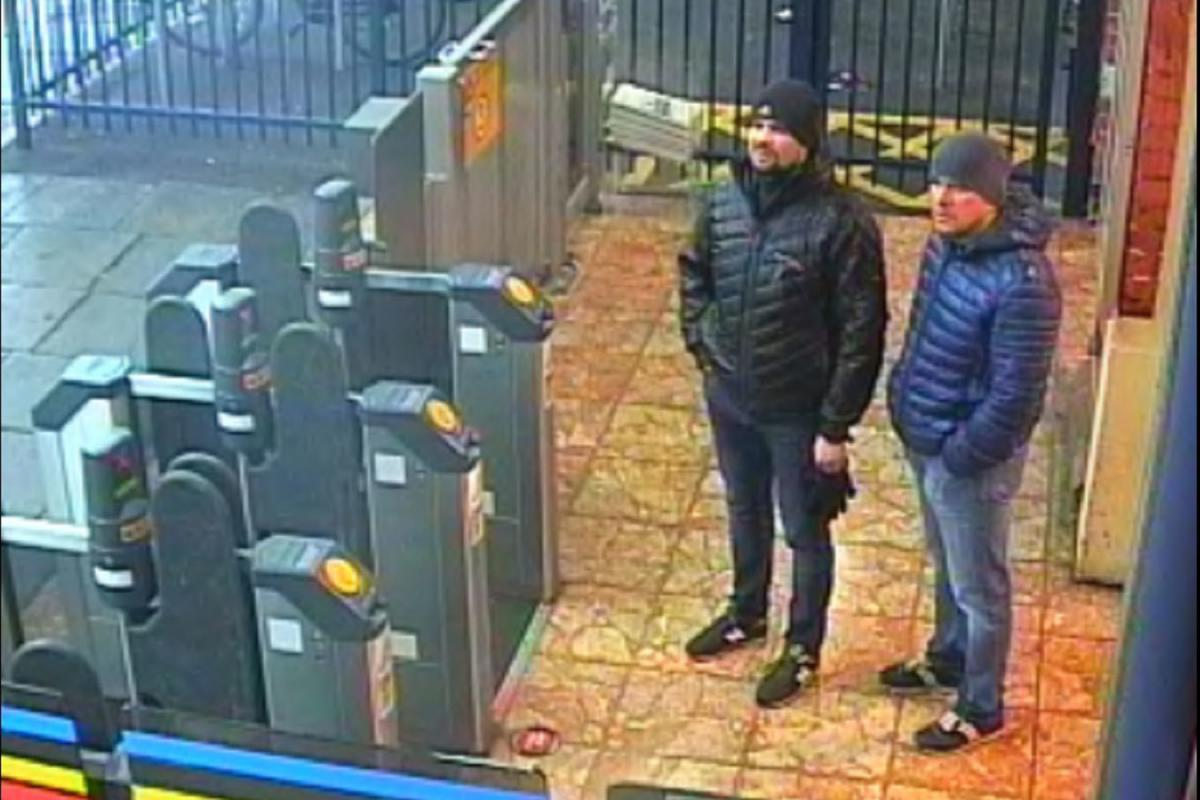 Петров и Боширов на железнодорожном вокзале в Солсбери, 3 марта
