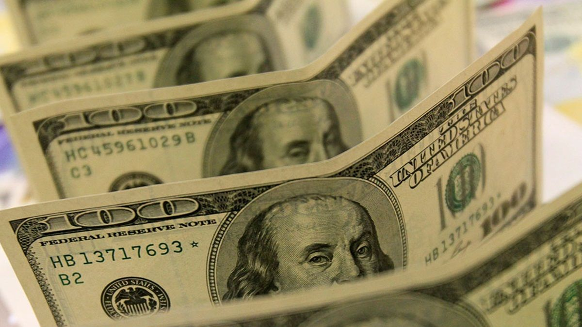 Аналитик считает, что курс доллара к гривне скоро немного снизится