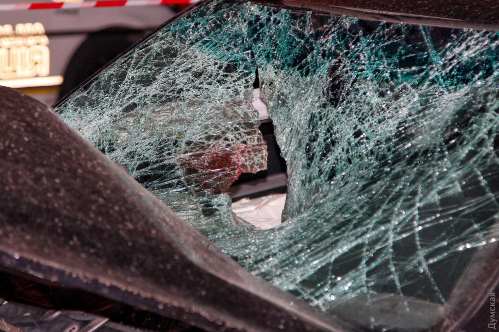 ДТП в Одессе - автомобиль въехал в остановку