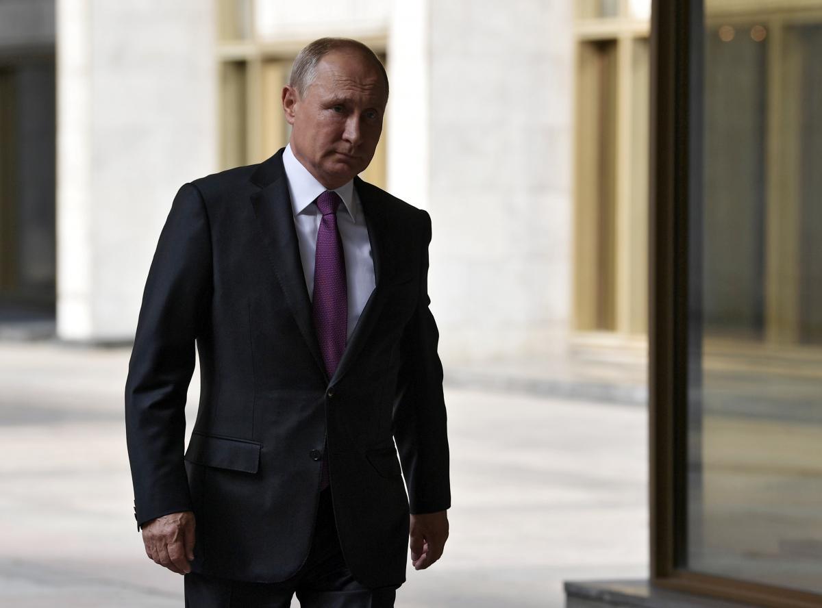 Эксперт считает, что Власти Владимира Путина похожи на старую проститутку, пытающуюся прикинуться юной девственницей